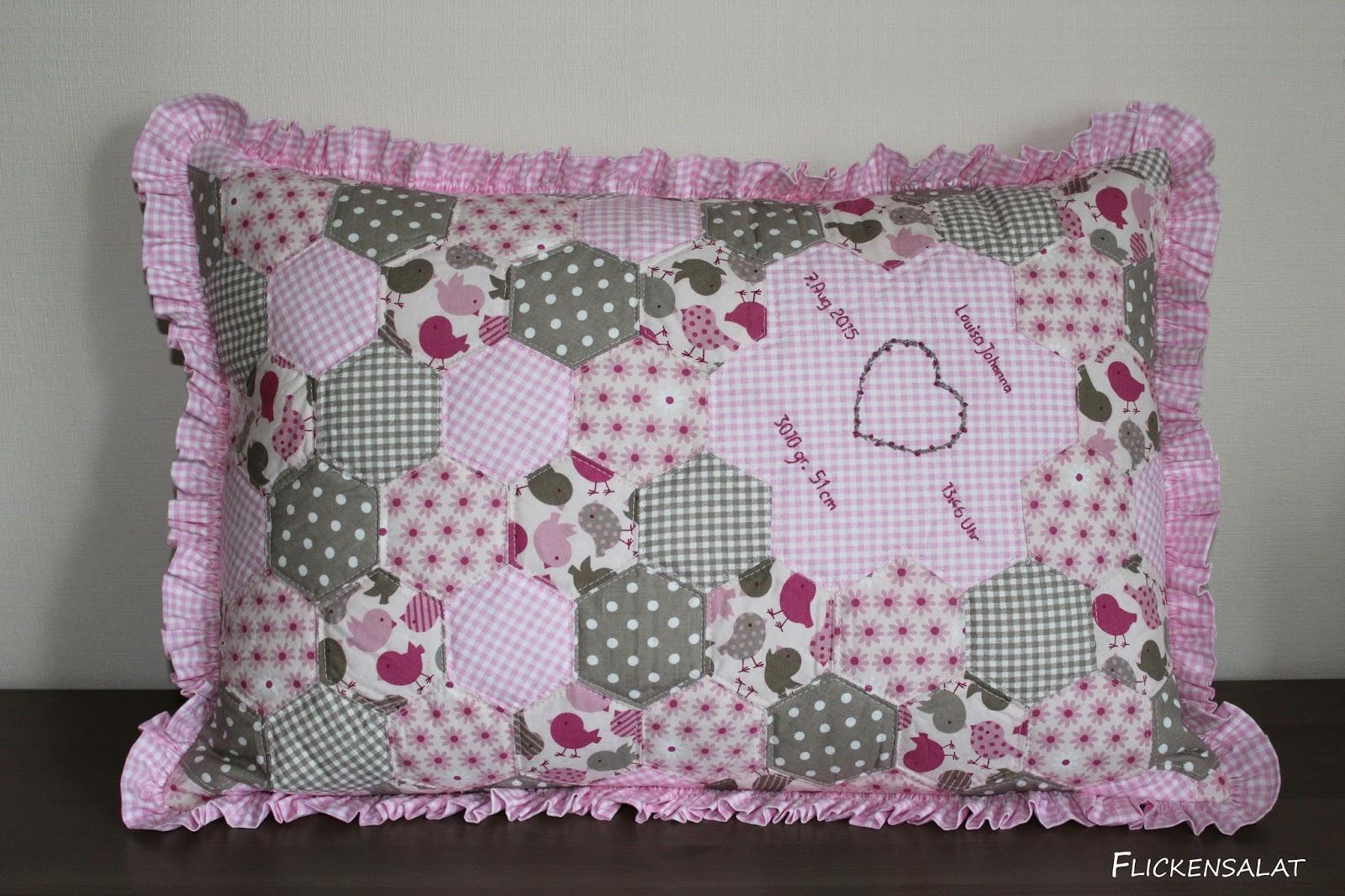 flickensalat ein patchwork kissen zur taufe. Black Bedroom Furniture Sets. Home Design Ideas