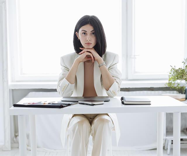 canditada vestida para entrevista de trabalho