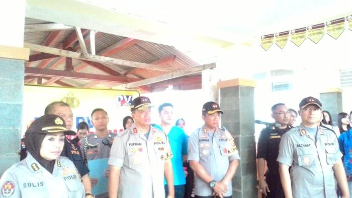 Kapolda Lampung Serahkan Jenazah Korban Tsunami Ke pada Keluarga Di RSUD Bob Bazar Lamsel.