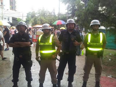 PM e Guarda Municipal de Belo Horizonte (MG) dispersam multidão após confusão generalizada na Praça da Estação
