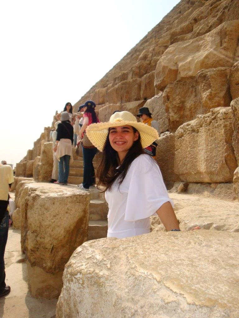 As pirâmides de Gizé permitem a subida em suas pedras