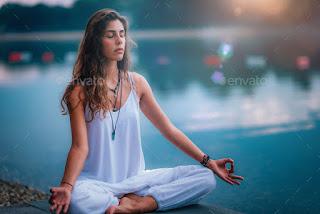 gambar orang meditasi