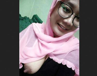 Foto Bokep Cewek Jilbab Ngentot Dimobil terbaru