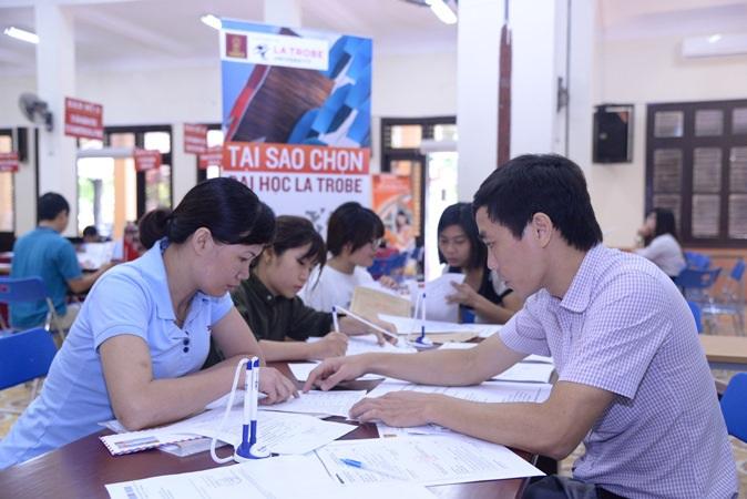 Chọn học thêm ngoại ngữ dựa vào tiêu chí nghề nghiệp và nơi làm việc