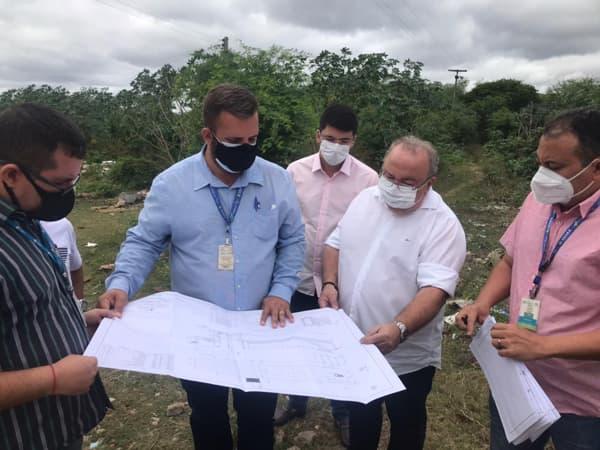 Técnicos da Cagece e da empresa que vai realizar a obra do esgotamento sanitário visitam Milagres