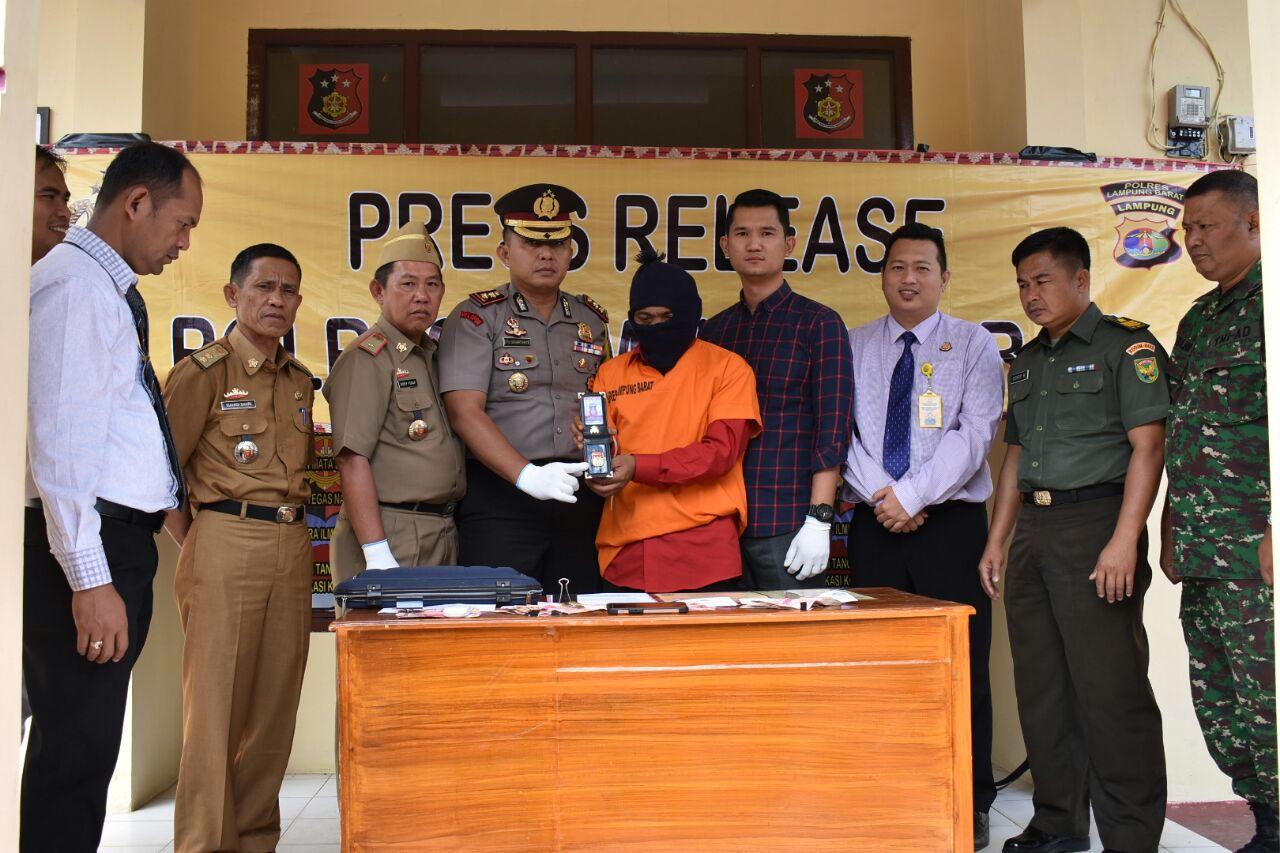 Lakukan Pemerasan, Mantan Anggota DPRD Lambar di OTT
