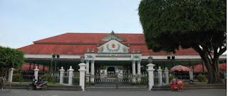 Undang Dasar Negara Republik Indonesia Tahun  Daerah Khusus, Daerah Instimewa, dan Otonomi Khusus