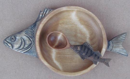 подарок рыбаку - набор из тарелки и ложки из дерева