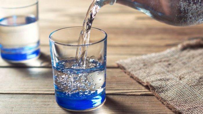 6 Manfaat Minum Air Putih untuk Kesehatan dan Kecantikan