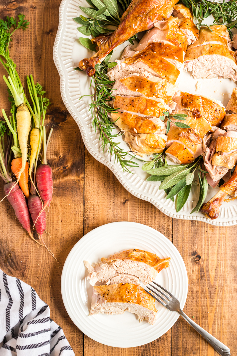 The Perfect Roast Turkey - This recipe will produce the juiciest roast turkey, with the crispiest golden brown skin ever! Secret weapon? Cheesecloth! #turkey #roast #thanksgiving #christmas #keto #lowcarb #glutenfree #cheesecloth #recipe