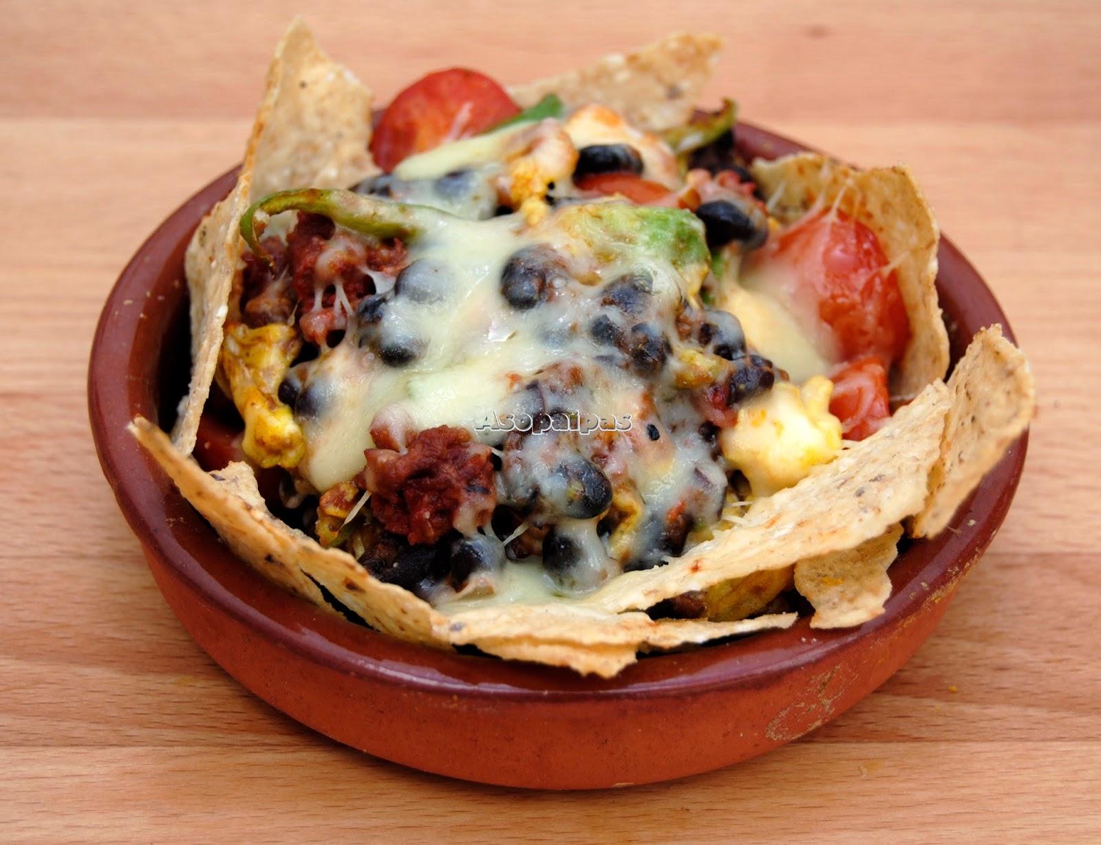 Nachos con Chorizo y Huevos Revueltos