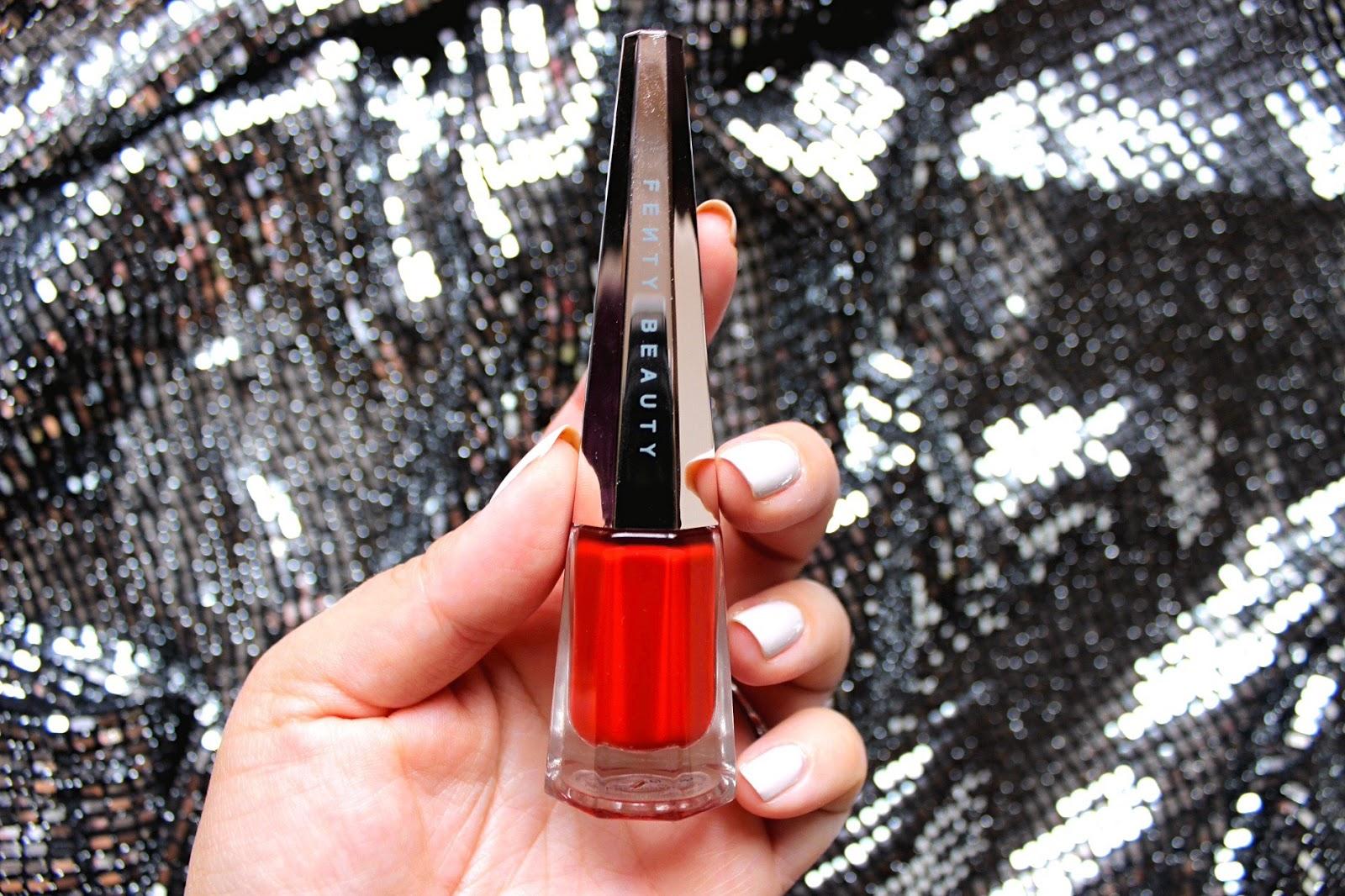червено течно червило Stunna Lip Paint в цвят Uncensored на Fenty Beauty