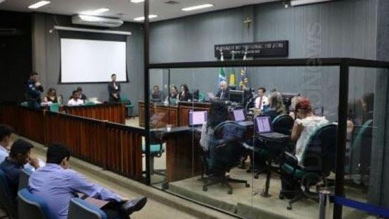 jurados isolados caixa vidro forum direito