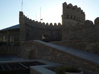 Paseando por las murallas de Bakú