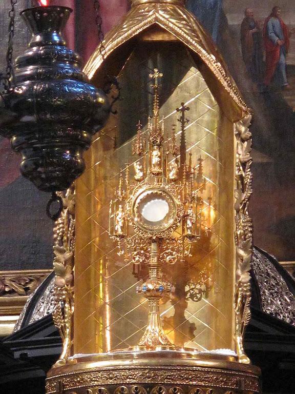 Santíssimo Sacramento adorado na igreja das Bernardinas, Cracóvia, Polônia