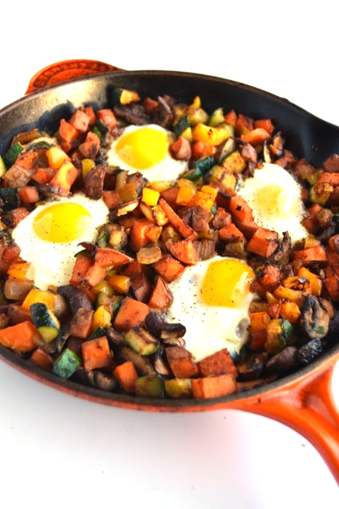 This vegetable breakfast skillet is packed full of nutritious vegetables and baked eggs for the perfect start to your day!