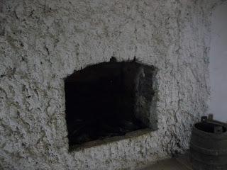 Замок Сент-Міклош. Митець з дружиною оселилися в замку, щоб постійно опікуватися ним