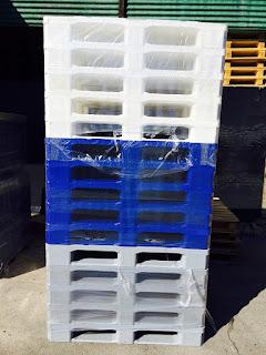 Palet-plastico-higienico-patines-lisos-1200x800x157-colores-