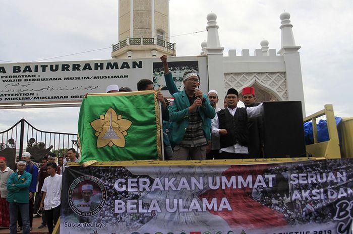 Unjuk Rasa di Masjid yang Meniadakan Salat Jumat