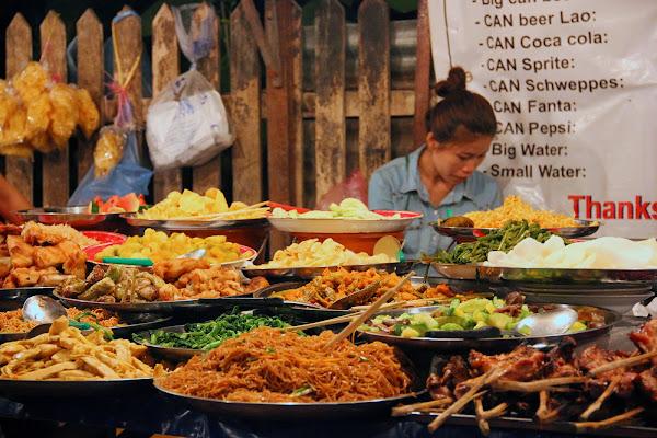 Comer en Luang Prabang night market