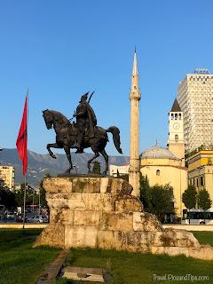 Square Skenderberg à Tirana en Albanie