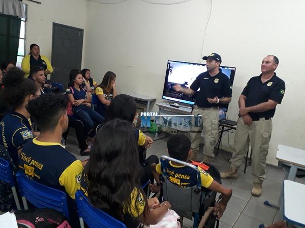 Maio Amarelo  - Policiais da PRF ministram palestras sobre educação no trânsito