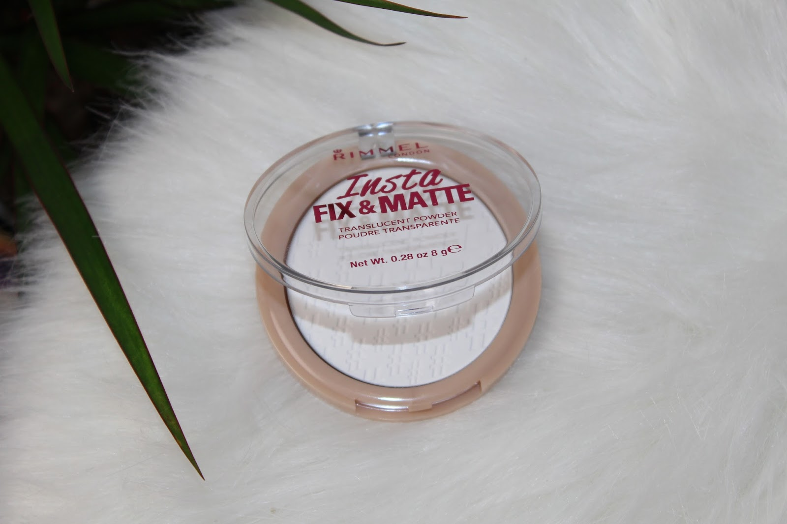gold2.h-paradise.net Price The Insta Fix & Go Powder retails for £4.99 for 8g of product whereas  the Stay Matte Powder retails for £3.99 for 14g of product.