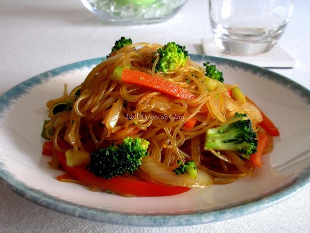Salteado verduras con fideos de cristal y salsa de soja