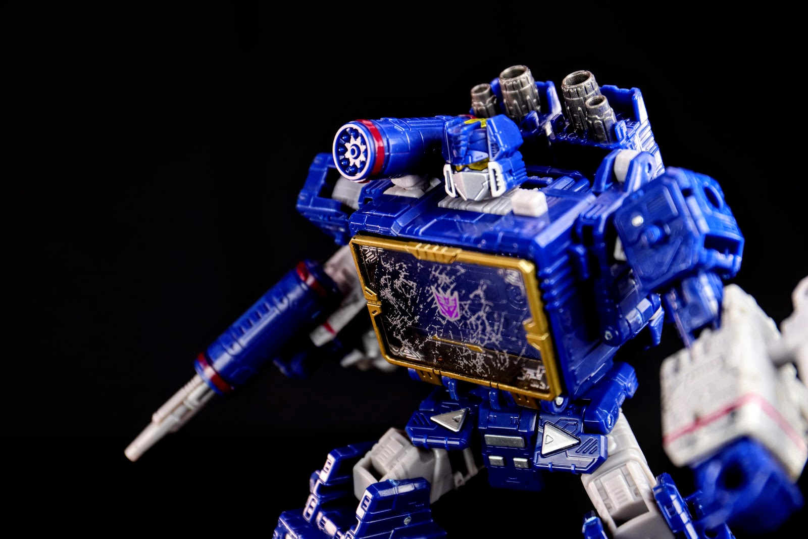 War for Cybertron:Siege Voyager Class Soundwave