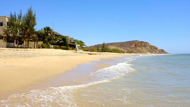 Popenguine, la plage plus la propre : Plage, Popenguine, village, tourisme, restaurant, visiteurs, vacance, loisirs, falaise, sable, sortie, détente, sport, pèlerinage, catholiques, LEUKSENEGAL, Dakar, Sénégal, Afrique