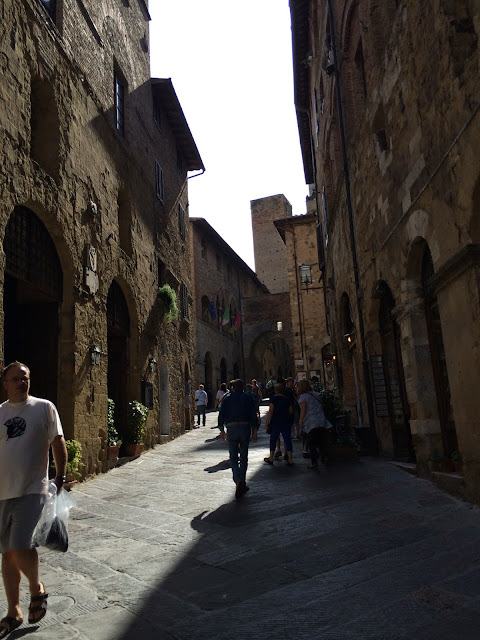 San-Gimignano-Tuscany-Glam-Italia-Tour-01