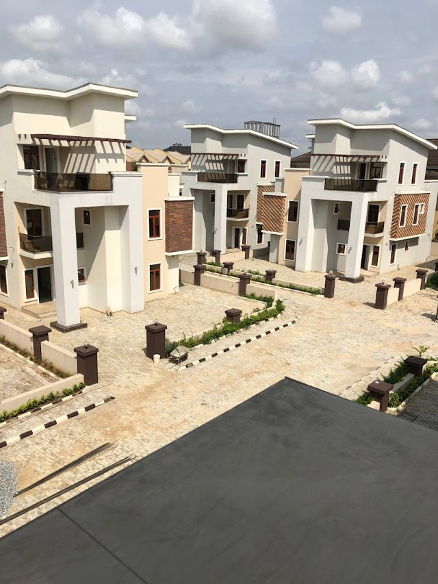 Buy now at ikeja GRA N250m for 5bedroom super luxury detached duplex