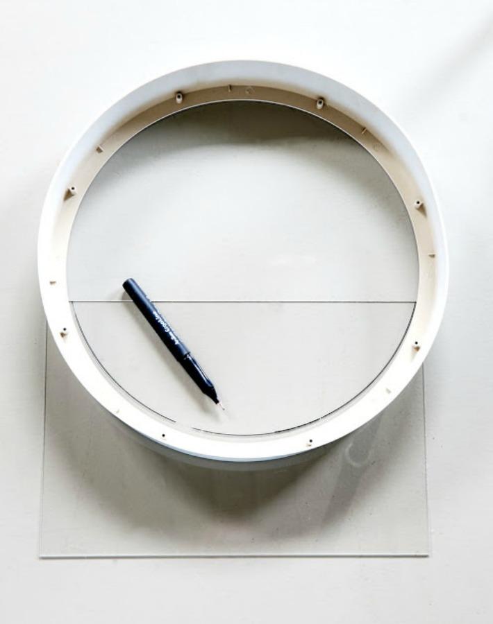 Un terrario de pared realizado con un reloj