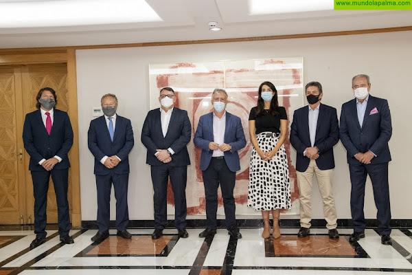 El presidente de Canarias mantiene una reunión con los responsables de Aconauto Canarias y de las principales empresas del sector de la automoción en las Islas