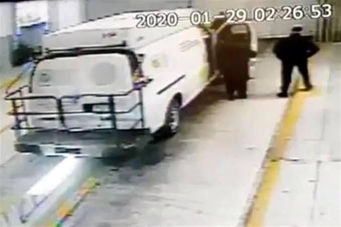 """Video; """"El Vic"""" El cuñado de Alfredo Guzmán y operador financiero de la Familia del Chapo Guzmán huyó en camioneta del penal"""