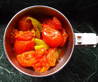 bell pepper and tomato chutney, recipe, south indian, capsicum, tomato, fried, garlic, spicy, easy, chutney, condiment, vegan, vegetarian, indian, simple,