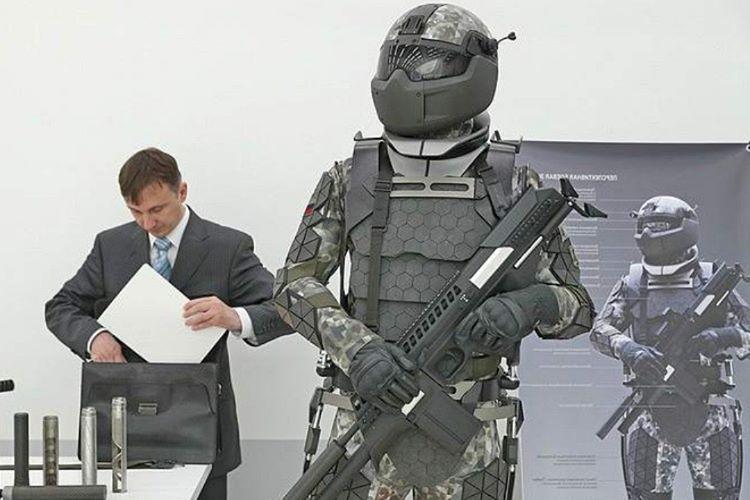 Rus yapımı Ratnik 3, Crysis'deki Nanosuit örneğinden yola çıkılarak yapıldı.