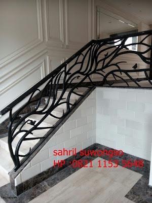 railing tangga klasik untuk rumah mewah
