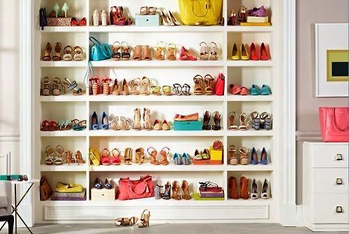 Van néhány cipőm és még annál is több táskám amiknek a tárolása még akkor  is fejtörést okozna ha nem kellene ésszerű határokon belül mozognom. 41f260d4e4