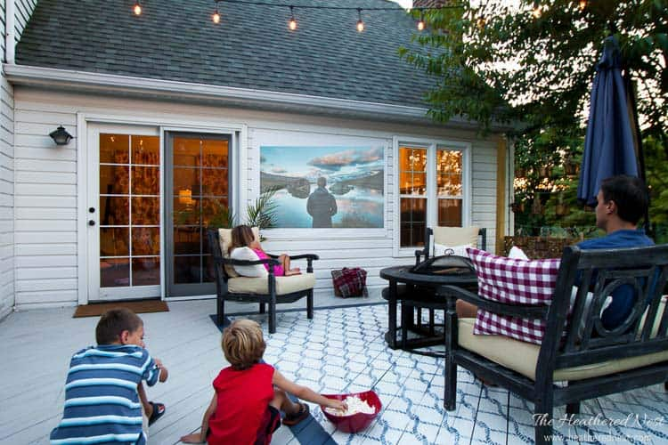How to build outdoor movie screen