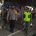Polres Ngawi Gelar Patroli Skala Besar PPKM Level 4 Sembari Salurkan Bansos Kepada Masyarakat Terdampak Covid-19