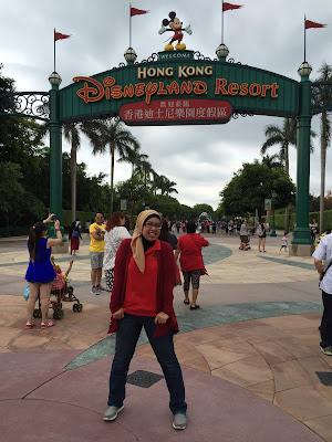 Mandatory pose: Diesney Land Hongkong