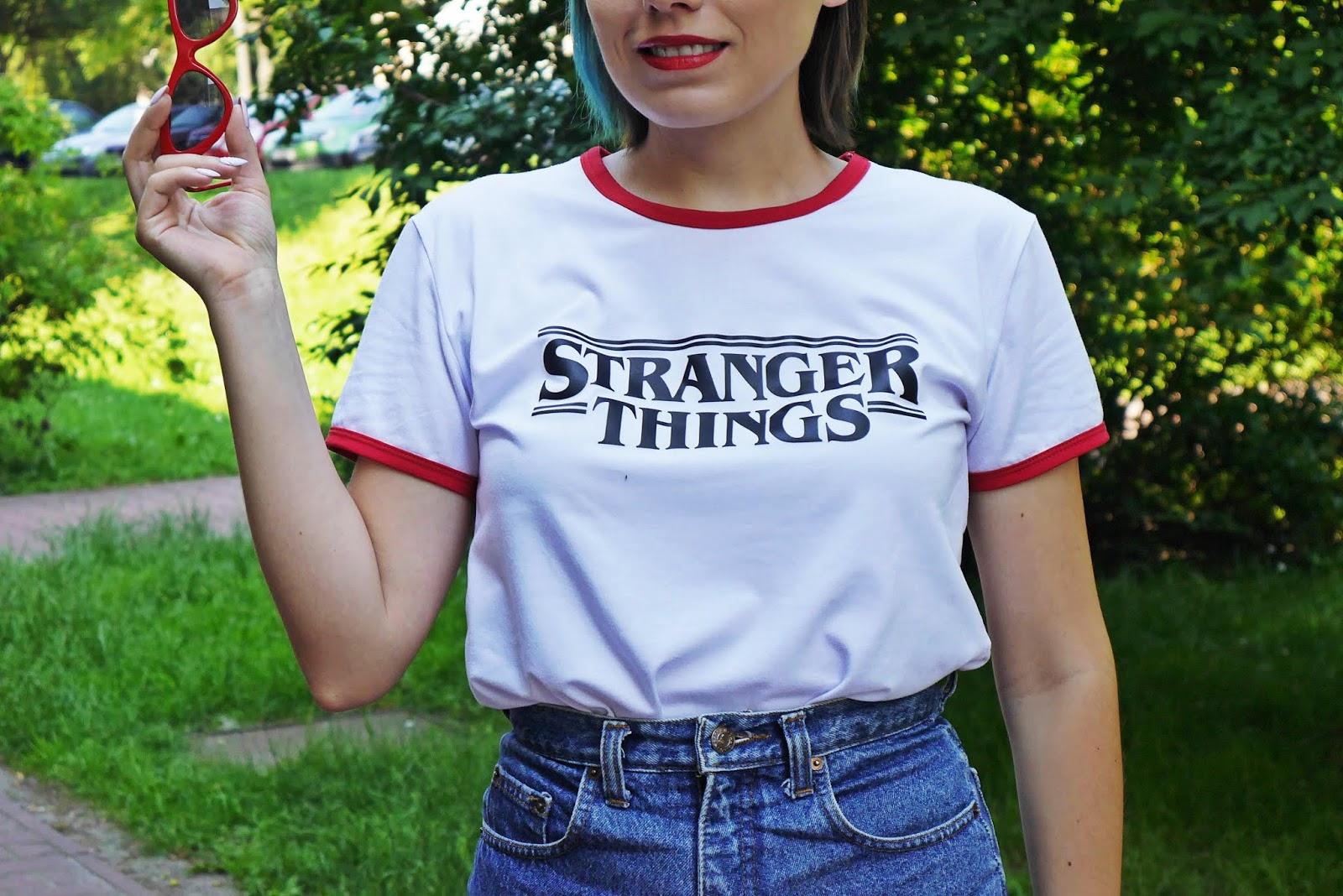 5_stranger_things_t-shirt_szorty_z-wysokim_stanem_czerwone_okulary_trojkaty_karyn_blog_modowy_040618