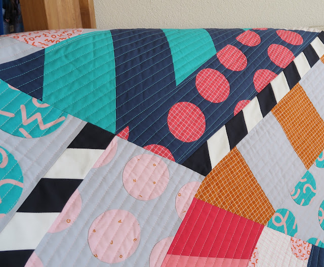 Luna Lovequilts - Gelateria quilt - Diagonal straight line quilting