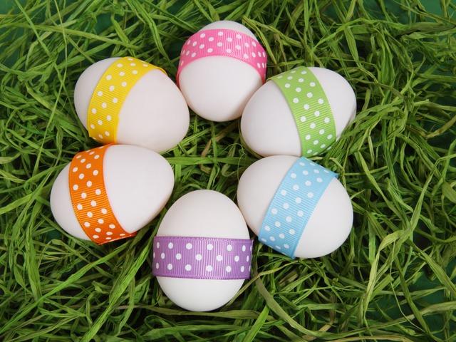 Εύκολοι τρόποι για να βάψεις τα Πασχαλινά αυγά μαζί με τα παιδιά