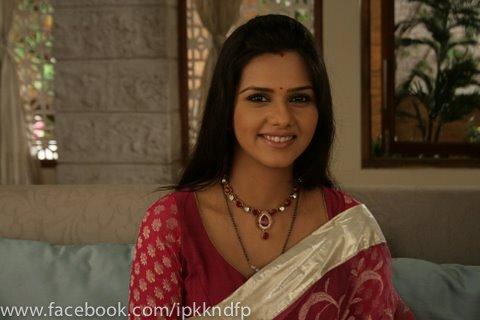 Bade acche lagte Hai Actress Image