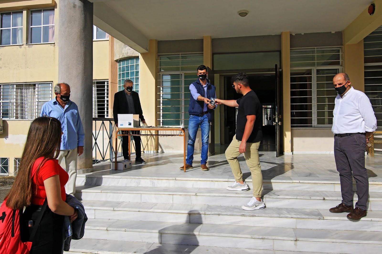Μάσκες πολλαπλών χρήσεων μοίρασε ο Δήμος Αγιάς