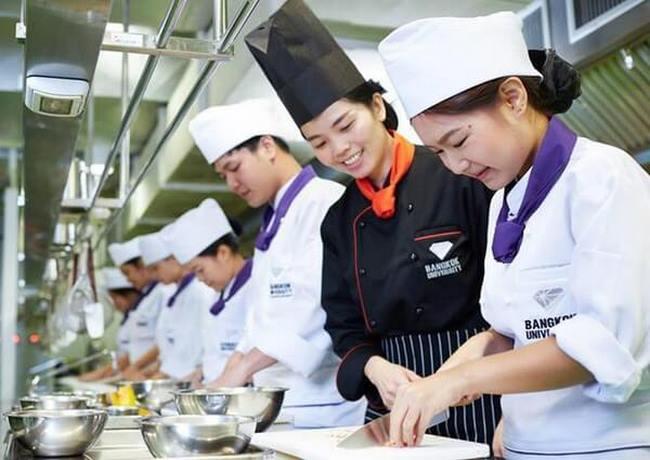 Đồng phục đầu bếp cho nhà hàng danh sách 12 mẫu tuyển chọn