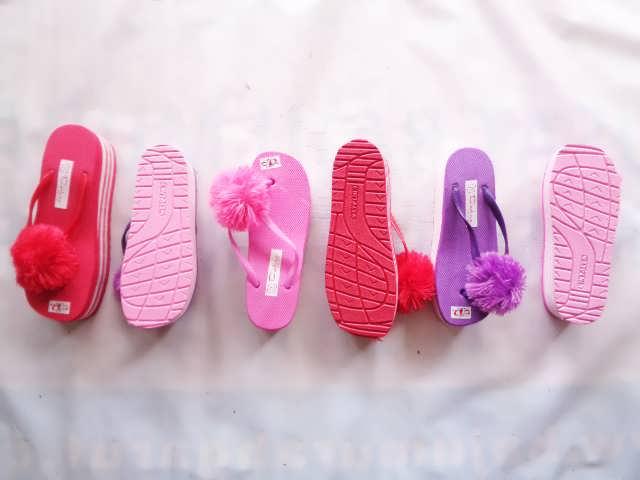 Pabrik wedges Pompom - Pabrik Sandal Jepit murah