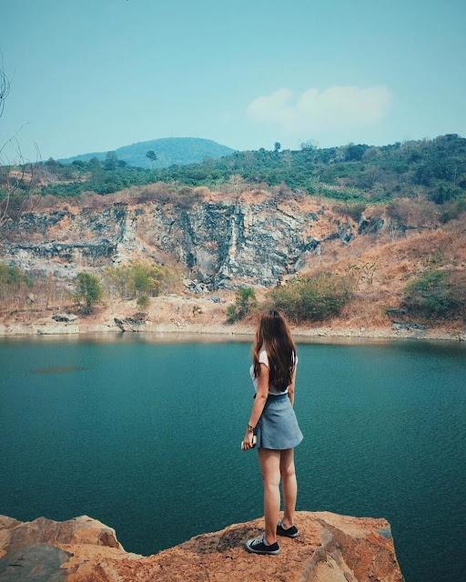 Đến Tây Ninh, bạn không thể bỏ lỡ hồ đá Ma Thiên Lãnh, điểm đến mà hội mê phượt ưa thích. Được nhiều du khách ví như Đà Lạt ở miền Đông Nam Bộ, nơi đây sở hữu khung cảnh nên thơ với hồ nước và rừng nguyên sinh.